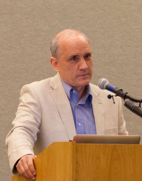 Photo of Dan Barker speaking.