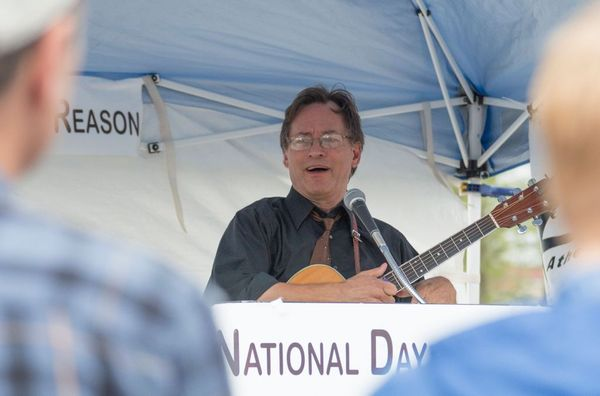 Roy Zimmerman performs at Day of Reason in 2015.